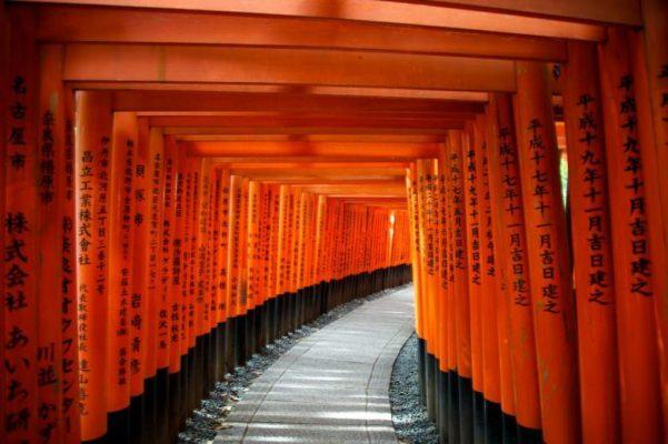 Porțile Zeului Inari